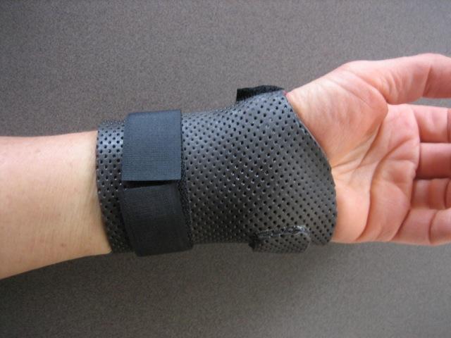 Wrist cuff splint